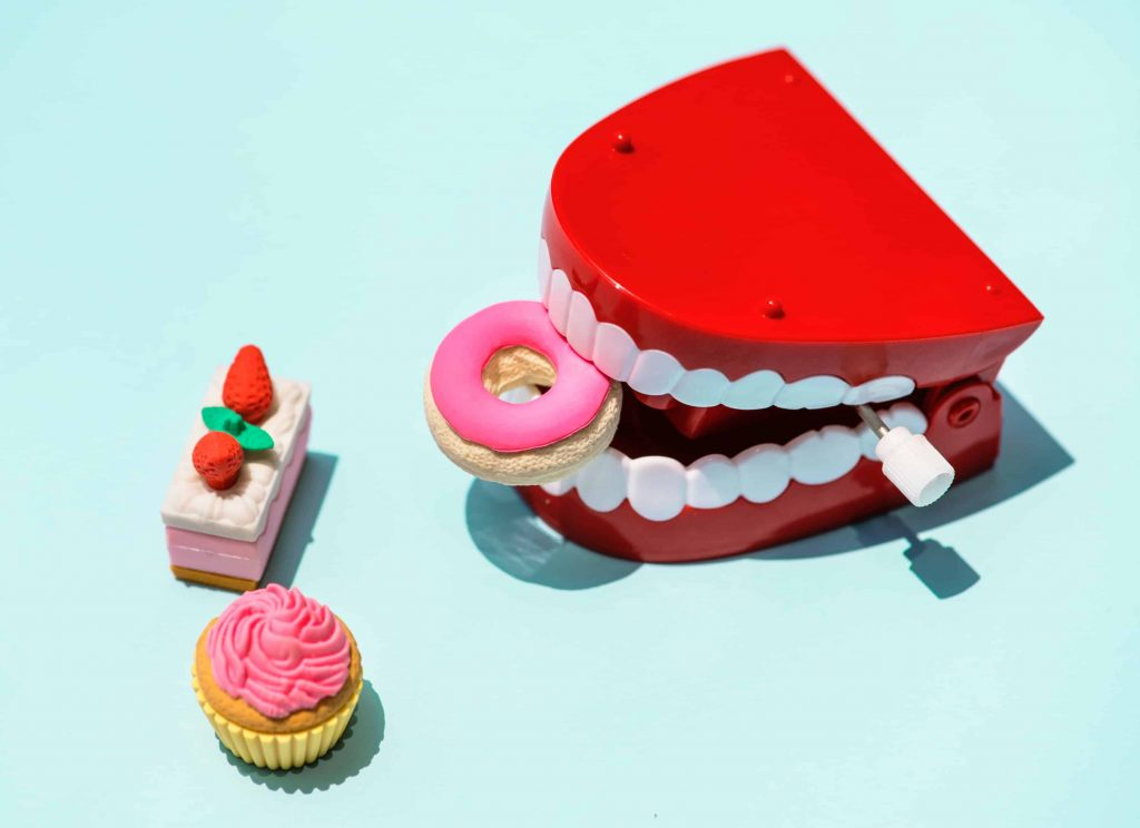Easy Ways to Care For Your Smile When You Have Dentures
